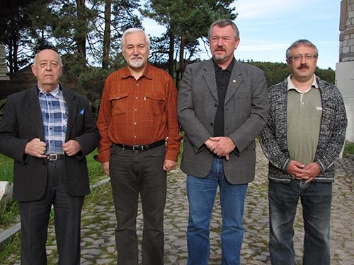 XLVIII Zjazd PTEnt. w Hucie Szklanej – Prezesi (od lewej): prof. dr hab. Andrzej Warchałowski (1989-1995), prof. dr hab. Jarosław Buszko (1995-1998), prof. dr hab. Janusz Nowacki (1998-2010), dr hab. Marek Bunalski (2010 – obecnie)